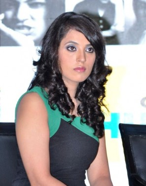 mahima-chaudhary-actress-poses-during-the-press-71452