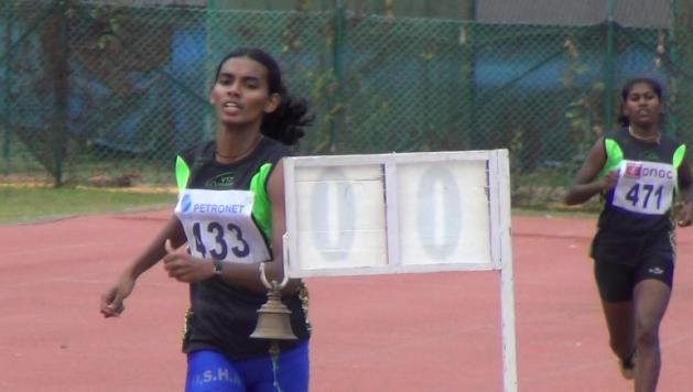 essy Joseph running the Under-18 Girls 800m race held in Kochi in September 2013.