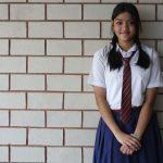 800px-School_girl_in_her_uniform,_Sainikpuri,_India