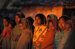 women_in_deogarh_morning_orissa_india