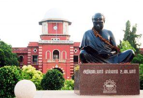 annadurai_statue-at-anna-university-by-srinath1905-via-wikimedia-cc-by-sa-3-0