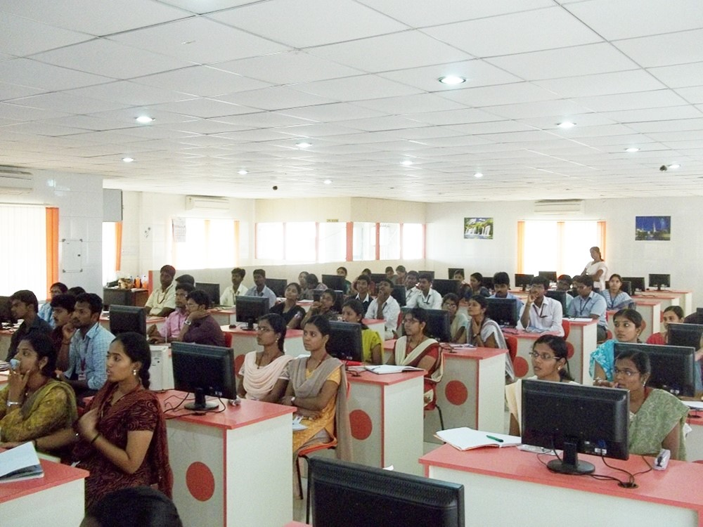 jaya-engineering-college-lecture-in-cse-lab-by-subhashish-panigrahi-via-wikimedia-cc-by-sa-3-0