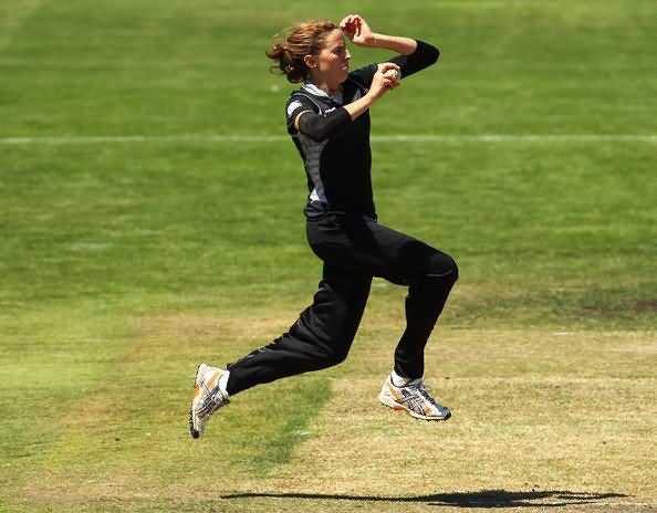 38896amy-satterthwaite-medium-fast-bowler