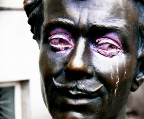 cryingstatue