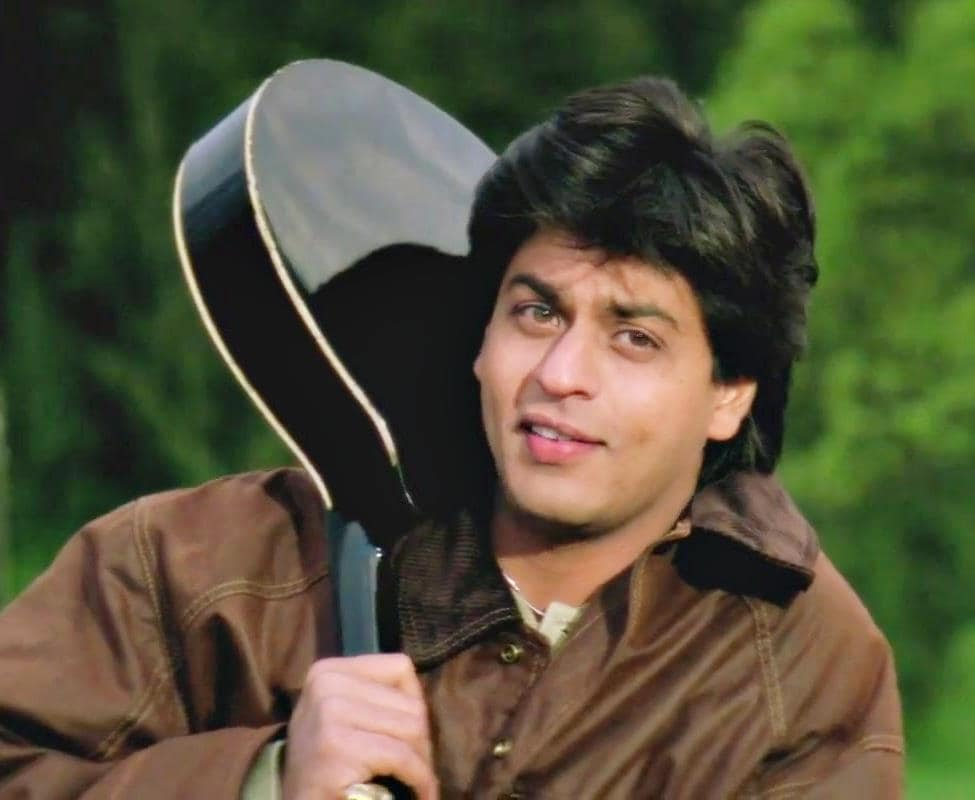 shahrukh-khan-smile-and-guitar