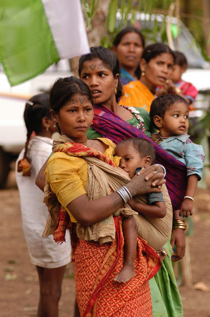 Baiga_women_and_children,_India